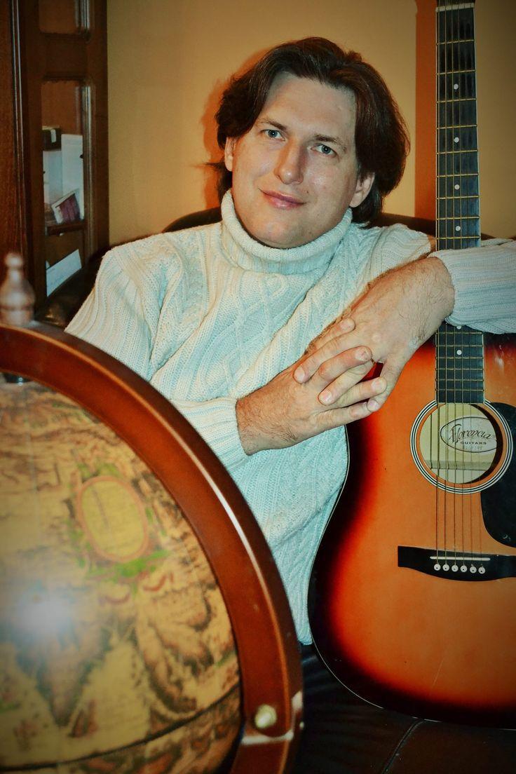 Фреди расскажет о московском Арбате, русских романсах, словенском квинтете или как найти поклонников во всём мире. Начало. Народные песни и рок. Музыка всю жизнь была со мной, и музыка изменила всю мою жизнь. В нашей семье существовали прекрасные музыкальные традиции. Три маминых брата были известными исполнителями народных песен. С детства впитывал в себя лучшие образцы …