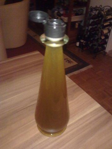 Das perfekte Michis Salbeisirup-Rezept mit Bild und einfacher Schritt-für-Schritt-Anleitung: Salbeiblätter grob schneiden und in Topf mit dem Liter Wasser…