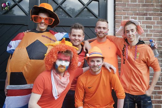 Coevorder marktplein kleurt oranje