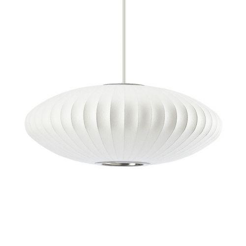 De vakre og ikoniske Bubble Lamps ble designet av George Nelson i 1947. Lampen er håndlaget i Michigan og har siden introduksjonen vært en del av den permanente utstillingen til MOMA i New York.Med sine enkle skulptruelle former, unikt design og geniale bruk av materialer har Nelson gjort denne lampen til en klassiker.Lampens materialer består en ståltrådspiler belagt med vinylmateriale som gir et rikt og varmt lys.Bubble Lamps er laget i ulike modeller som pendellampe, vegglampe, gulvla...