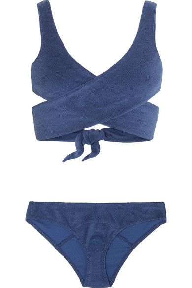 Navyblauer Frottee aus einer Baumwollmischung  Wird am Rücken gebunden  84 %…