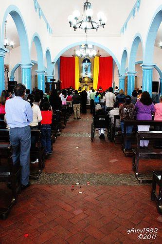 en la iglesia / in the church