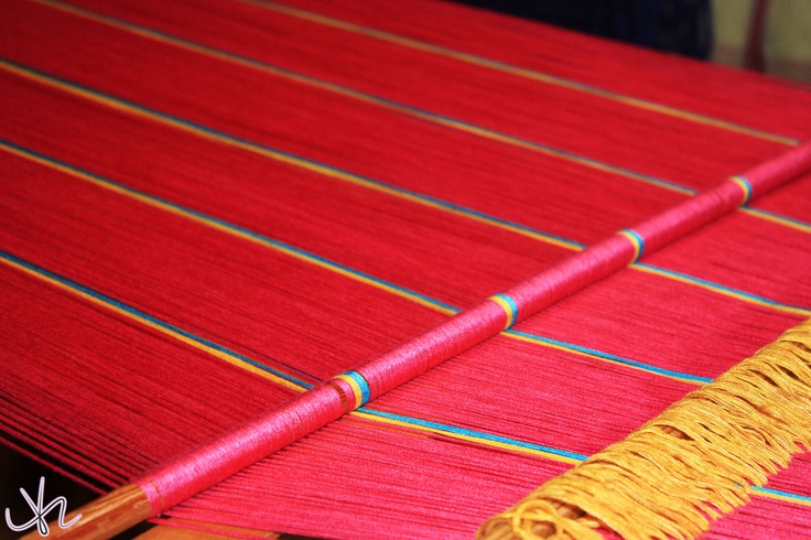 Scarf weaving in Yunnan