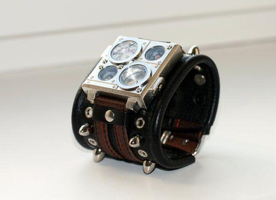 Protest-2 Armbanduhr...diese coole Armbanduhr im Steampunkstil ist bequem zu tragen und hochwertig gearbeitet. Das qualitativ hochwertige Lederarmband sowie, dass Gehäuse aus rostfreien Stahl, machen diese Uhr zu einem echten Hingucker......darumbinichblank.de