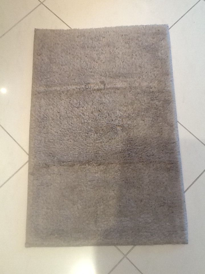Luxurious double sided bath mat in beige great on the feet so plush I love it!