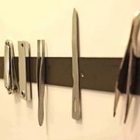 Un Truc Pour Ranger Facilement les Épingles et Pinces à Cheveux Dans votre Armoire de Toilette.
