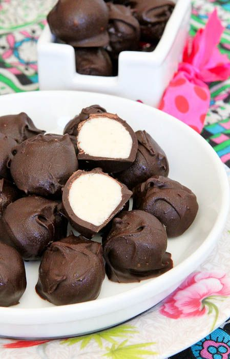 Vanilla Cake Batter Chocolate Truffles...only 5 ingredients and no baking for these yummy treats!