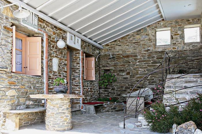 Relax in the private covered yard of a #vacation house in Tinos http://www.tinos-habitart.gr/peach-house.php