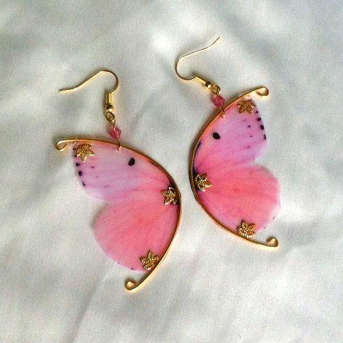 Boucles d'oreilles ailes de papillon roses et or par MaelleandFanny