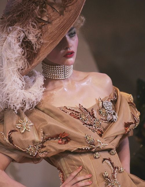 139 best images about dior on pinterest christian dior for Haute couture pronounce