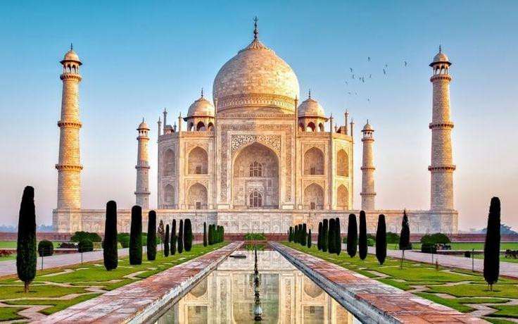 India merupakan sebuah negara yang terletak di Asia Selatan dan berbatasan langsung dengan Samudera Hindia di sebelah selatan. India merupakan negara yang t