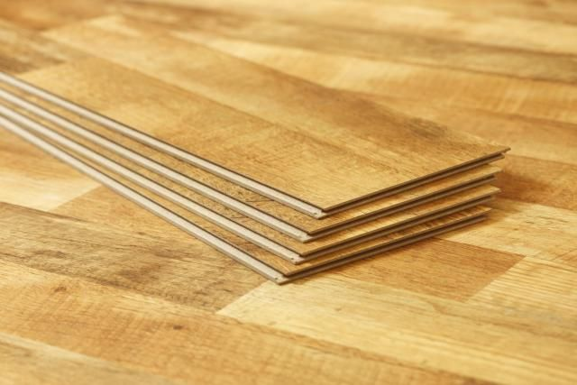 Let's look at the issue of vinyl vs. laminate flooring and find out which is best for your home.