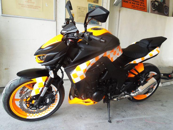 Kawasaki Sport Z1000 painted by PAZ.