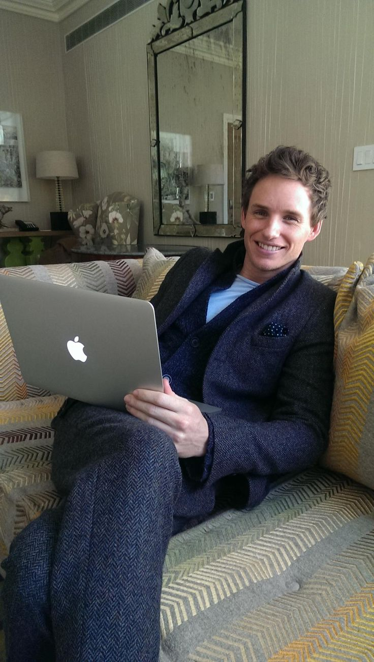 eddie redmayne...even when he's just relaxing, he's so stylish! Love him