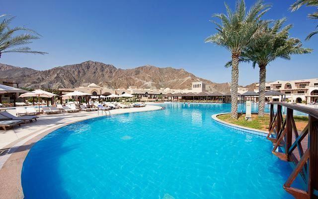 Fujairah Liegt Als Einziges Der Vereinigten Arabischen Emirate Am Golf Von Oman Und Ist Besonders Bei Aktivurlaubern Sehr Belieb Beach Resorts Resort Miramar