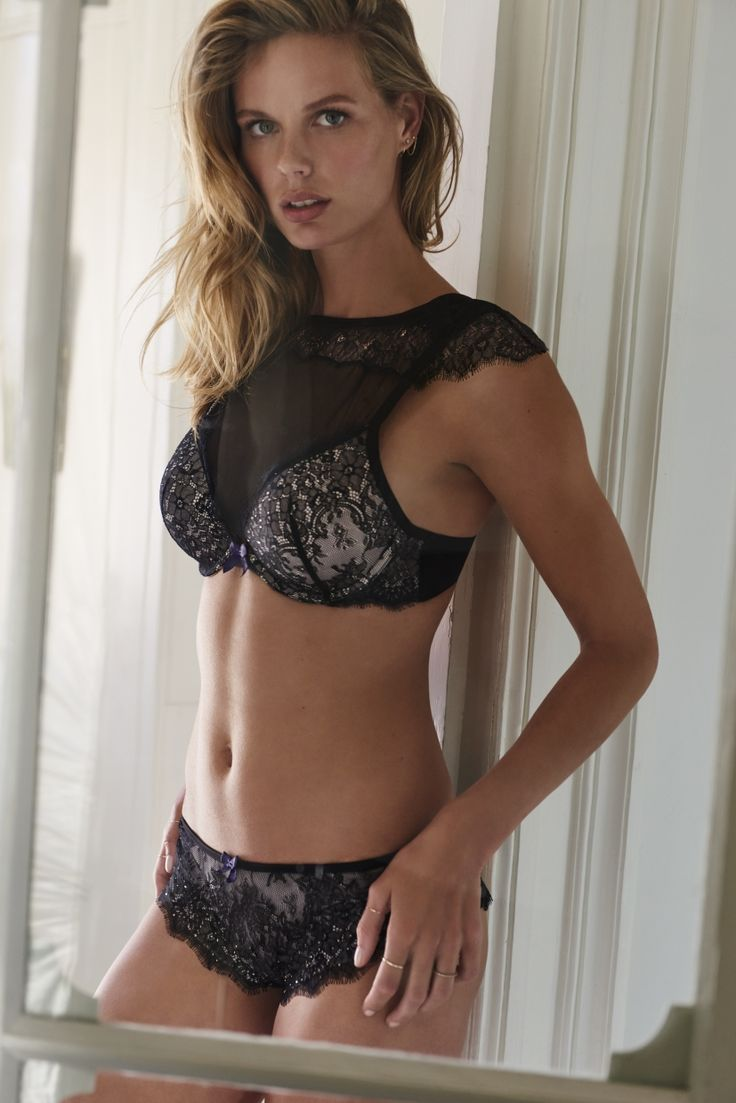 Calling all lace lovers! Shine all day long in this bra with its matching knickers. #lace #passion #fashion #hunkemöller #designer #ootd #lingerie #bra #underwear #musthave #newcollection