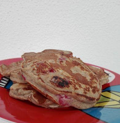 Panquecas de castanha e framboesa: Mais uma receita de pequeno-almoço que faz as delícias do bebé cá de casa! As framboesas este ano estavam uma delícia e congelei uma boa ...