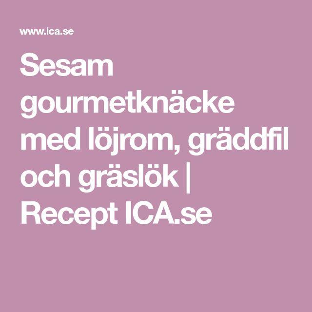 Sesam gourmetknäcke med löjrom, gräddfil och gräslök | Recept ICA.se