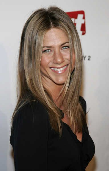 Google Image Result for http://cdn.blogs.sheknows.com/celebsalon.sheknows.com/2008/03/jennifer-aniston-ash-blonde-dirt-premiere-straight.jpg