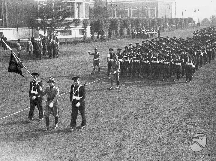 Sfilata degli allievi dell'accademia fascista di educazione fisica lungo il viale centrale del foro Mussolini in onore del segretario austriaco Pernter  ATTUALITA/GP23/A00058898.JPG