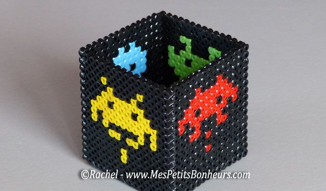 Space invaders perle hama pour pot a crayons f te des p res pinterest spaces space - Perle a coller au fer a repasser ...