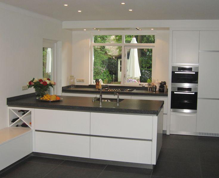 Moderne decoratie de keuken wordt steeds woonkamer met betonvloer