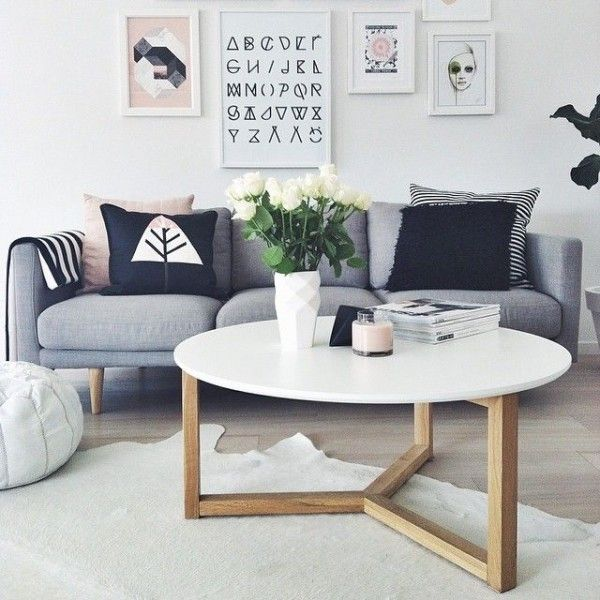 Les 25 meilleures id es de la cat gorie salons scandinaves for Does a living room need a coffee table