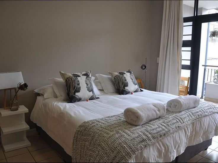 Simonsplein 5 - Whether you are visiting for a shorter or longer period, on business or pleasure, you will enjoy your stay in any of our locations. This apartment is located in the center of historic Stellenbosch.This ... #weekendgetaways #stellenbosch #winelands #southafrica