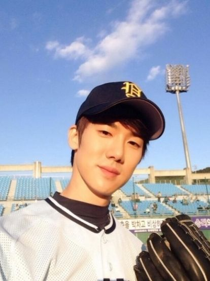 "Yoo Yeon Seok from ""Reply 1994"" (Chilbong) is a Smiley Boy in Real Life As Well - Soompi"