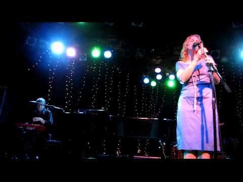 """Joan Osborne - """"Ain't No Sunshine"""" - Live at The Roxy"""