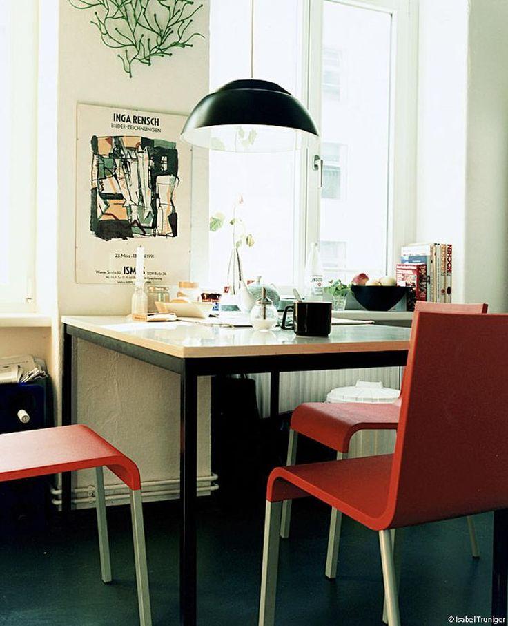 Tafelhoekje met .03 stoel van Maarten van Severen.
