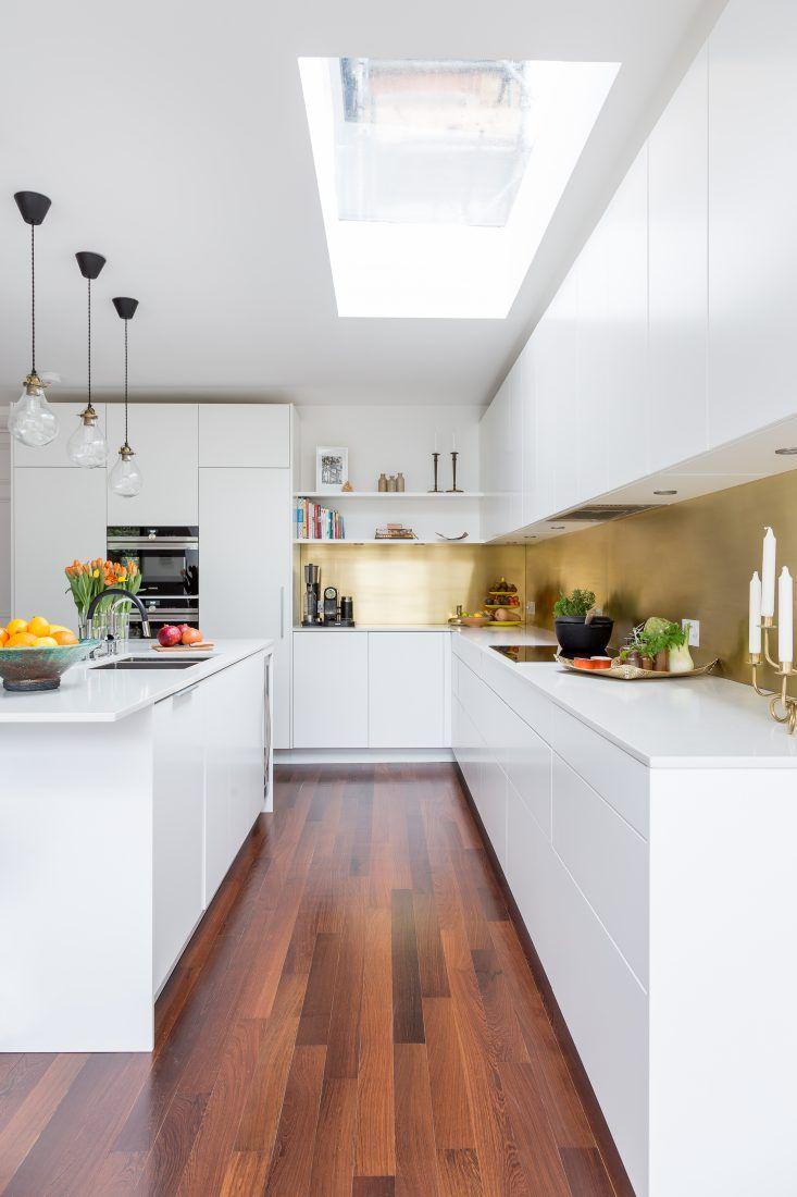 Form 2 Cabinets In White With A Stunning Polished Brass Splashback Classy Kitchen White Kitchen Splashback Kitchen Design Small