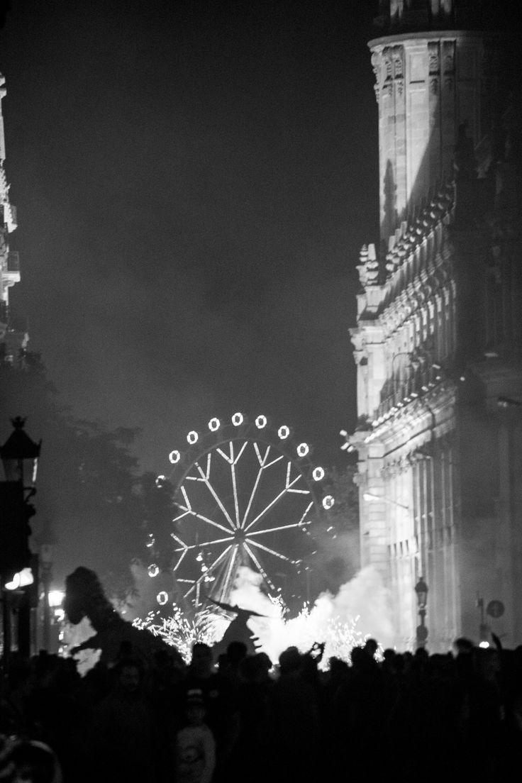 Festival La Mercè in Barcelona  2015  Correfoc: Het feest waar vuurspuwende draken en duivels door de straten gaan gepaard met vuurwerk en muziek. (©Dirk-Jan Bulstra , Canon EOS 600D 18-135mm)