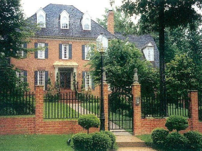 brick and wrought iron fence-one day i'll have this fence!