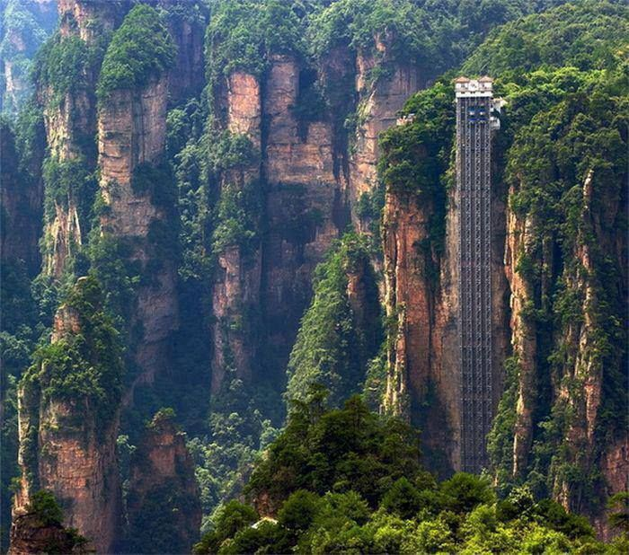 Bailong Elevator, also known as the Hundred Dragons Elevator, is the highest outdoor elevator in the world. Wulingyuan area of Zhangijajie, Hunan Province, china