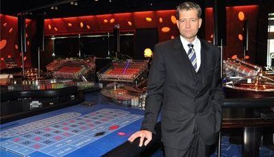 """Nach langen Diskussionen und viel Hin und Her wurden die Pläne rund um das Nobelcasino im Wiener Palais Schwarzenberg vorerst gestoppt. Den hochfliegenden Plänen der Casinos Baden/Gauselmann-Gruppe wurde somit erst einmal ein Strich durch die Rechnung gemacht. """"Wir haben das beste Projekt und bleiben im Spiel"""" so Detlev Brose, Chef der Schweizer Grand Casino Baden AG"""