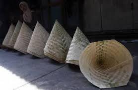 KUKUSAN, alat untuk menanak nasi yang digunakan bersama dandang, terbuat dari anyaman bambu