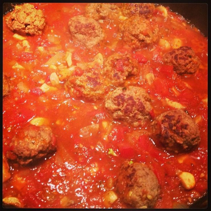 Gehaktballen in pittige tomatensaus