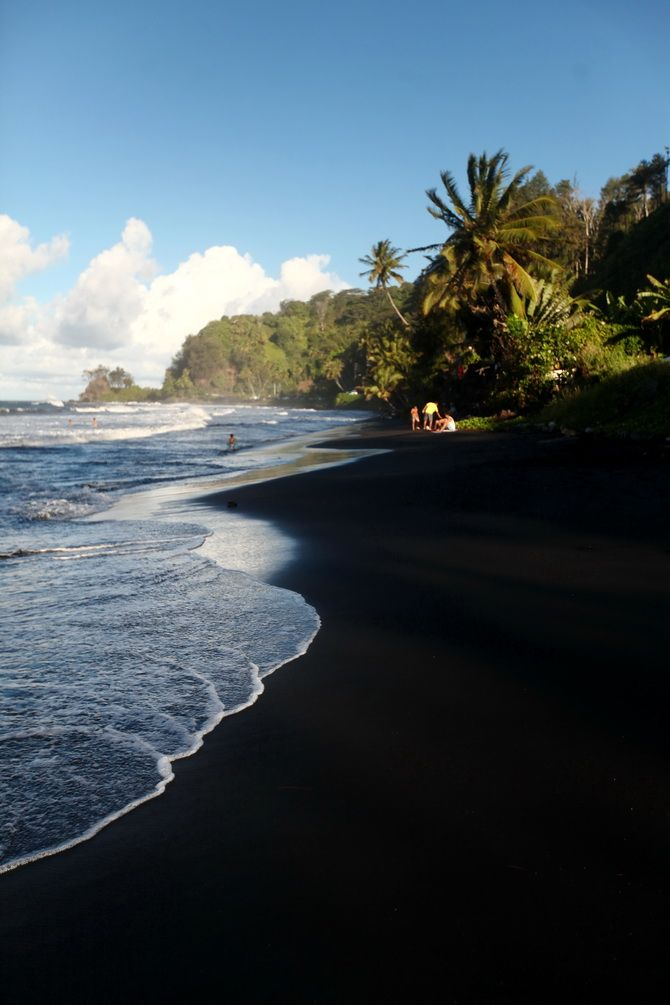 Black sand, Papenoo, Tahiti http://abnb.me/e/1Bw4yfnlSC