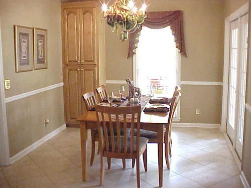 Eating area in kitchen