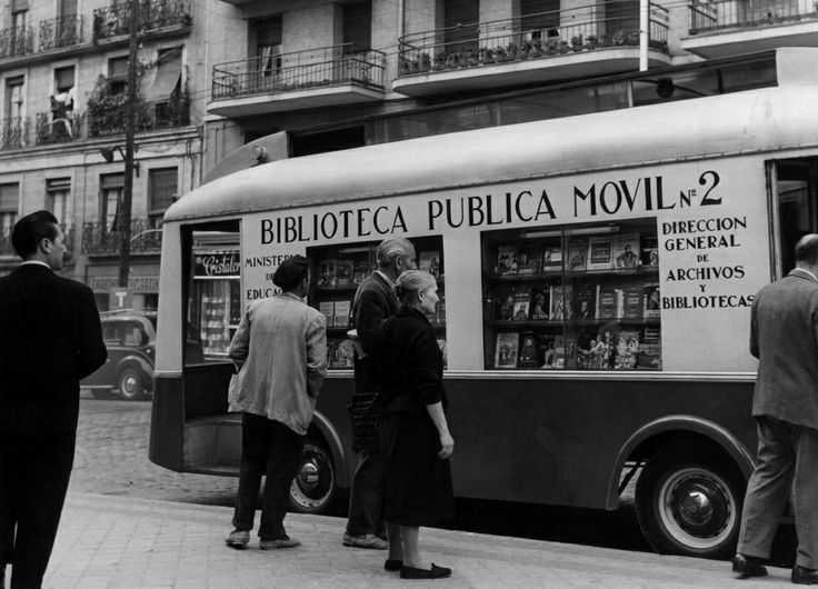 Early bookmobile in Madrid, Spain