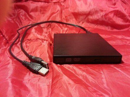 KRIUS(R)USB用 外付けポータブルDVDドライブCD-RW、DVD-RWコンボドライブ Shenzhen Martel Industrial Co., Ltd http://www.amazon.co.jp/dp/B00N9SZJJ2/ref=cm_sw_r_pi_dp_ee.hub0AQGBFP