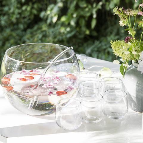 Ce poate fi mai placut intr-o zi calduroasa decat un pahar de punch rece servit alaturi de prietenii apropiati?