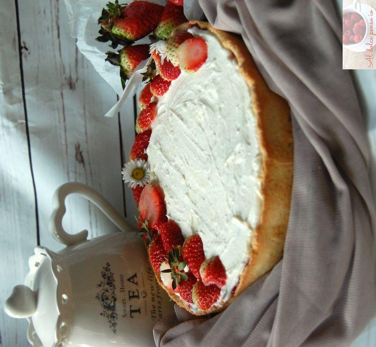 torta di fragole e crema allo yogurt golosa, vellutata e davvero ricca. Una torta che sa di freschezza e di primavera. Un sapore così dolce e delicato che vi conquisterà al primo assaggio