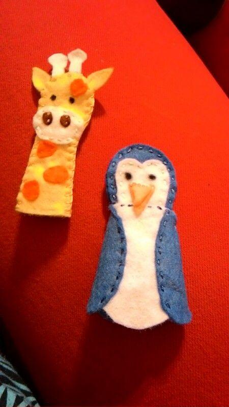 Dva mini maňásci. Žirafa a tučňák