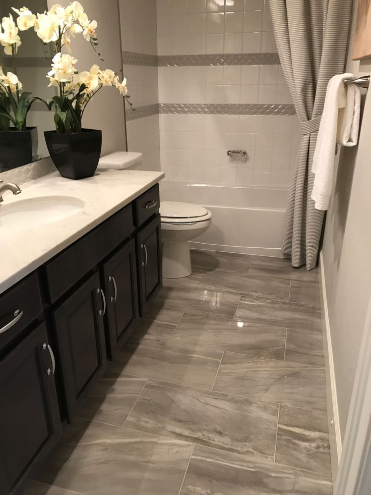 Tile and cabinet color
