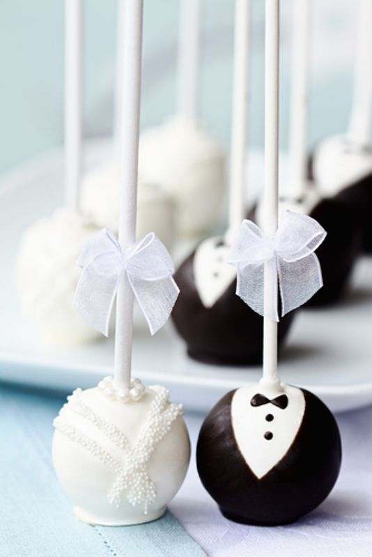 Bride and Groom Wedding Cake Pops. These are so adorable. this would be good i l...