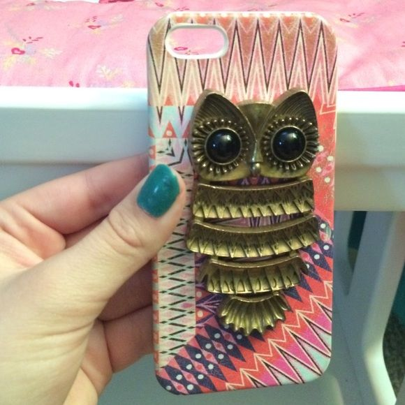 I'm selling an iPhone 5/5s owl phone case! This is an owl iPhone case that I got from Claire's and I love this case just don't have any need for it, the case is a tribal print with a 3d owl on the back! Other