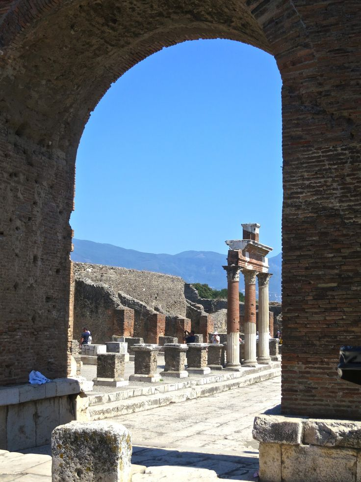 Pompei and herculaneum religious archaeology