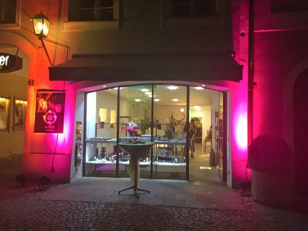 WIR HABEN ALLES, WAS KEINER HAT... ❤️ #schmuck #uhren #trauringe #trends #accessoires #schmucktrends #trendschmuck #burghausen #stadtplatz #schmuckliebe #jewelry #kaufdichglücklich #jewelrymakestheoutfit #coolbrands #shoppingheaven #onlineshopping #jewelrystyles #schmuckdesign #staytuned #schmuckkollektion #trendschmuck #trendwelle #ONLINESHOP ≫≫≫ www.schmuck-reichenberger.de ❤️